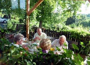 Fruehstueck auf der Terrasse